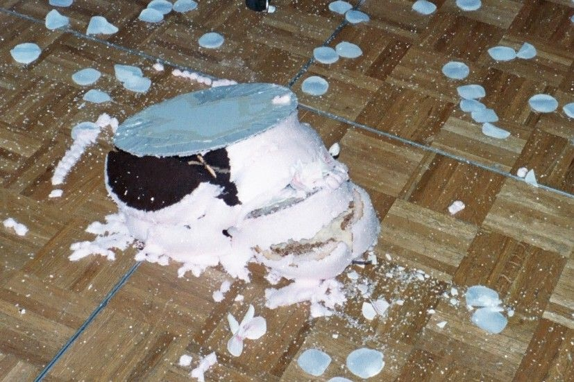 What to do if Someone Drops Your Wedding Cake